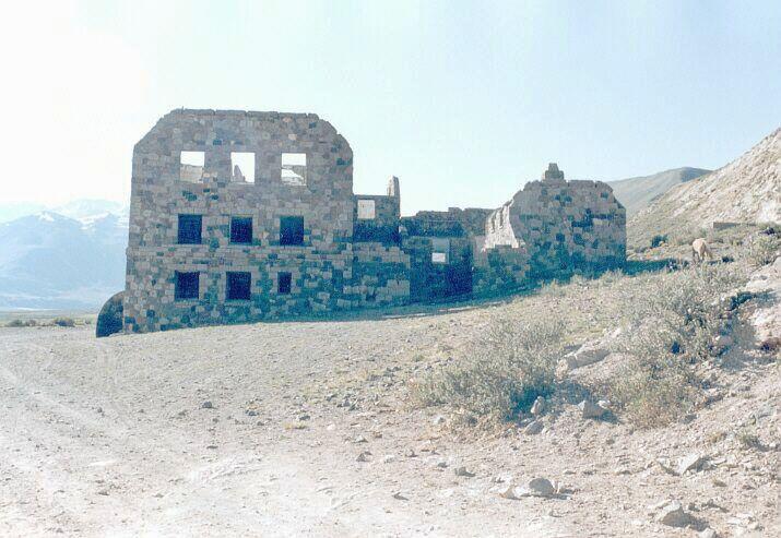 Hotel Abandonado, Termas del Sosneado, Mendoza,  Arg.